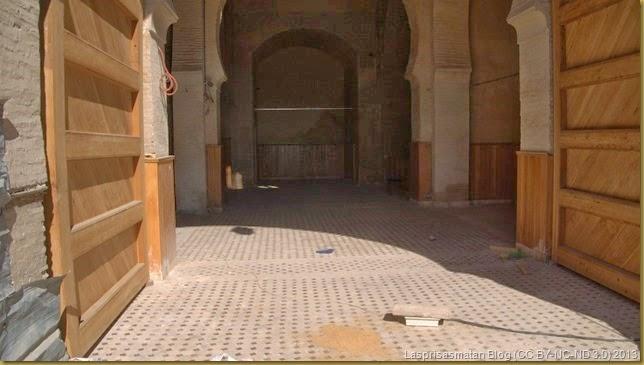 Obras de restauración dentro del recinto de la puerta