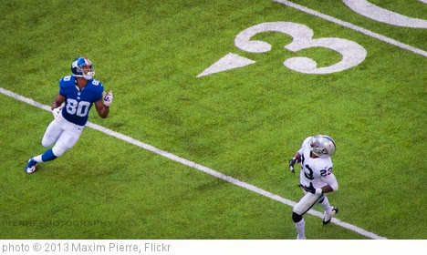 'Victor Cruz looks for the deep ball' photo (c) 2013, Maxim Pierre - license: http://creativecommons.org/licenses/by/2.0/