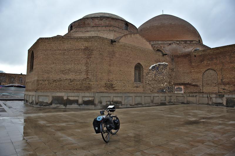 Moschea albastra, victima a marelui cutremur din 1721 dar reconstruita recent.