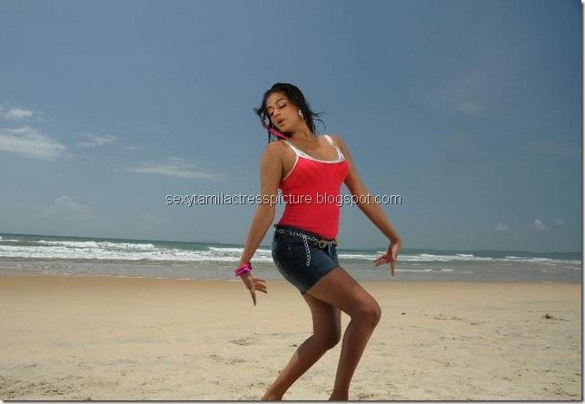 Priyamani_hot_in_beach_03