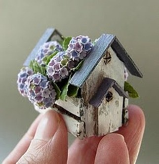 MiniPlants- Dollhouse Miniature Shabby Chic Birdhouse