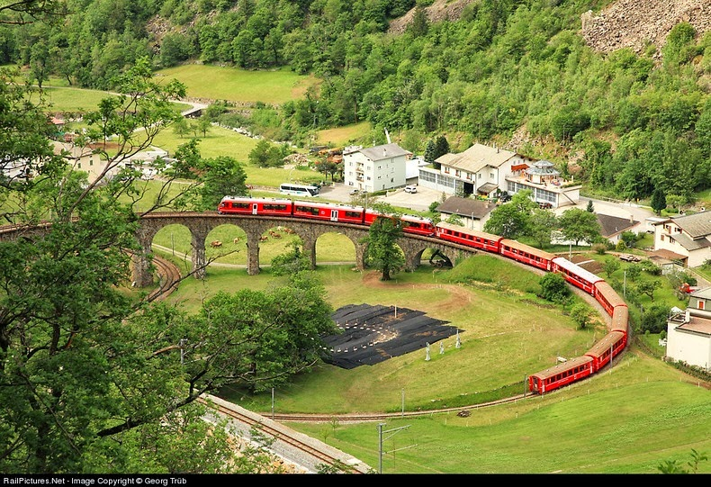 brusio-spiral-viaduct-9