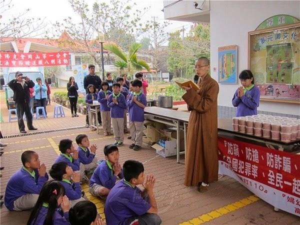 phat-giao-the-gioi-dai-loan-dang-chao-cu-gia (4)