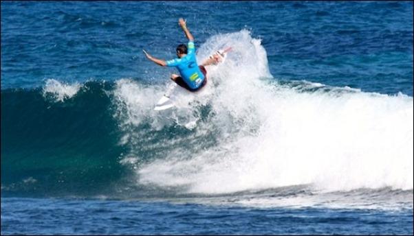 ركوب الامواج في بالي