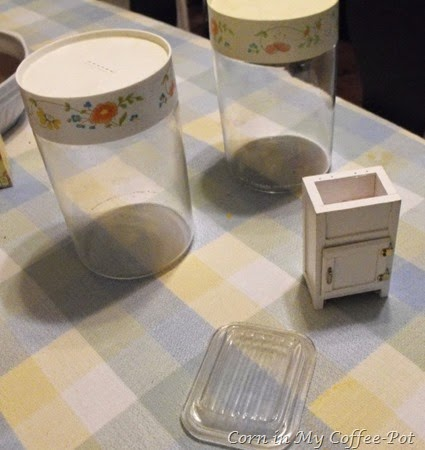 Pyrex Canister and Small dish lid