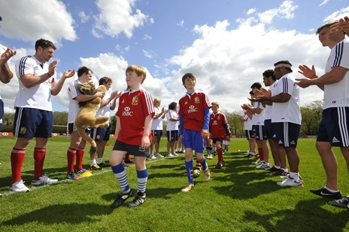 HSBC Cubs train with British&Irish Lions 16 May 2013 (5)