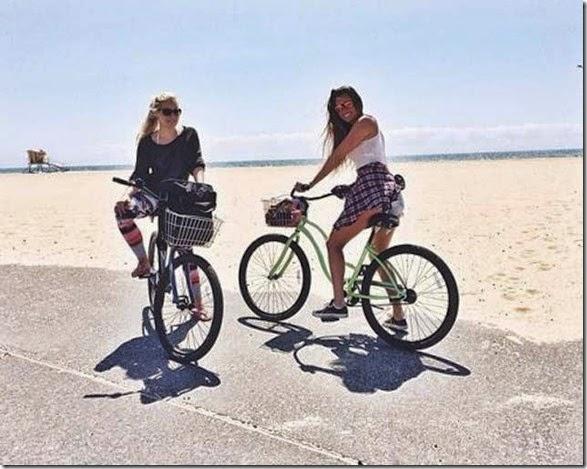 girls-riding-bicycles-003