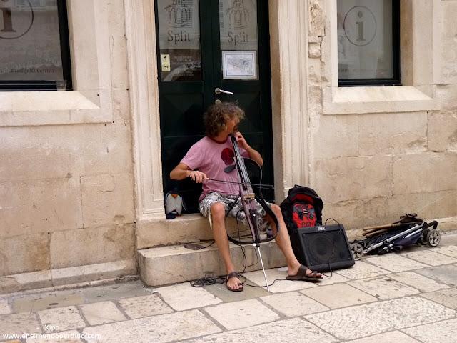 musico-callejero-en-split.JPG