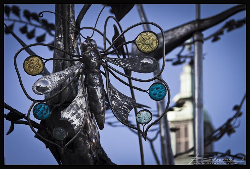 Gdańsk. Heavy metalowe drzewo gdzieś na Targu Węglowym.