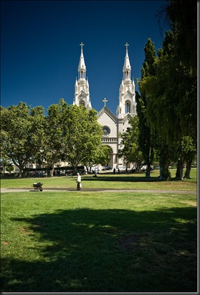 san-francisco_white-church_green_man_01