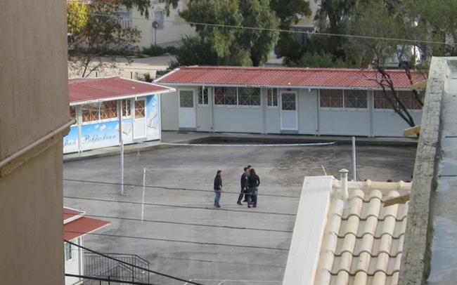 Γονείς 2ου Λυκείου Αργοστολίου: Αύξηση κερδών στους ξενοδόχους, πιο φτωχά τα σχολεία