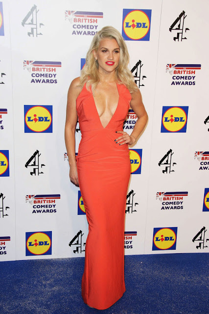 Ashley Roberts Hot Sexy Cleavages Braless Beauty Hot boobs
