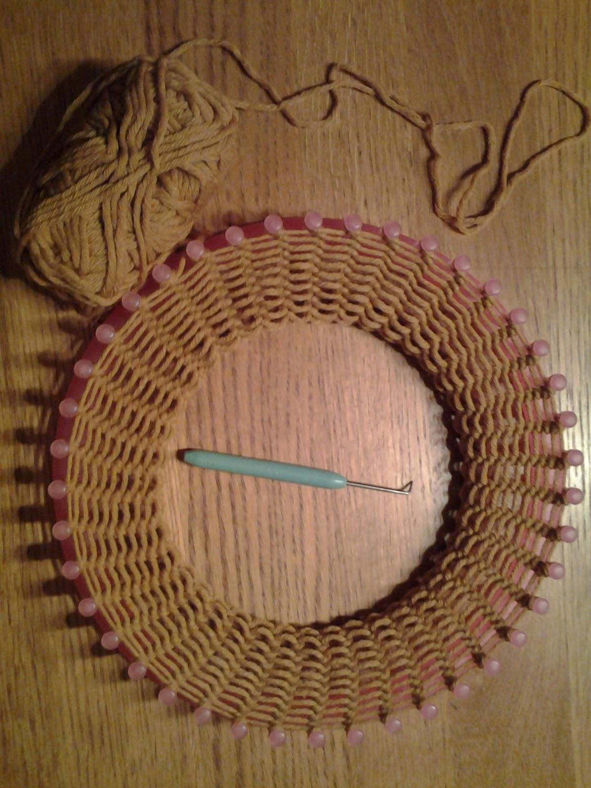 Comment tricoter un snood avec un tricotin - Comment terminer un tricotin ...