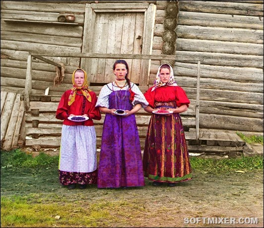 sergei-mikhailovich-prokudin-gorskii-old-color-pictures-of-russia-peasant-girls-1909