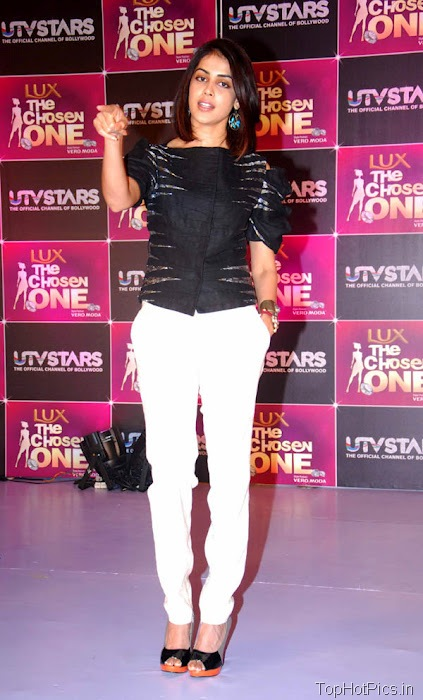 Genelia Hottest Pics in White Pants 7