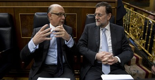 CRISTOBAL MONTORO Y MARIANO RAJOY Pleno del Congreso FOTO:Alberto Cuellar 16/05/2012 MADRID