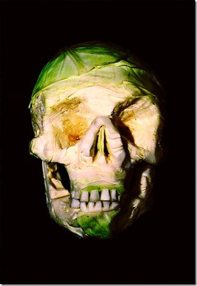 cranii sculptate in legume