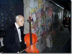 2011.08.15-094 Rostropovitch et le mur de Berlin