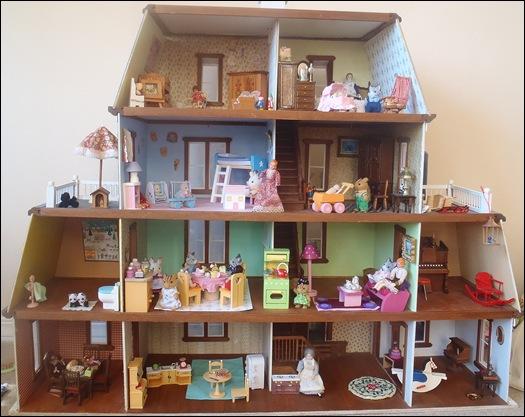 Little Room Dolls House Family