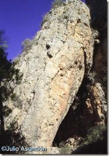 Entrada a la Cueva de la Moneda - Pinoso