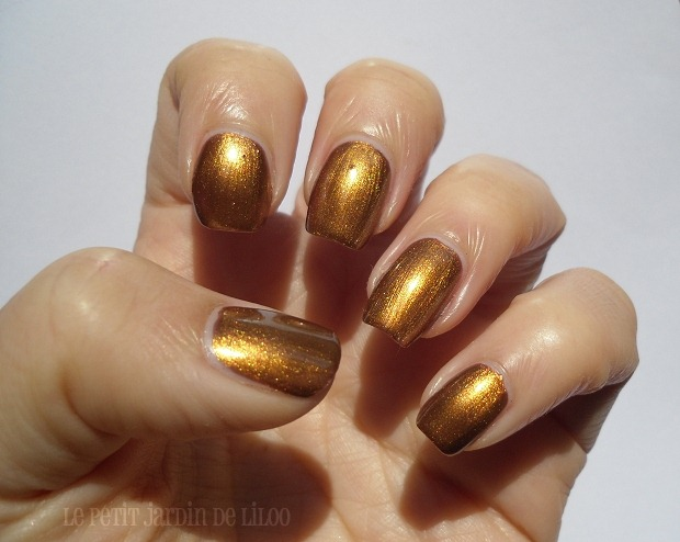 009-look-beauty-nail-polish-review-swatch-hotpants