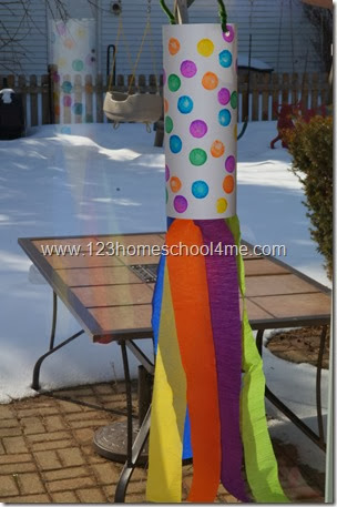 Here is your bright, pretty Windsock Craft for Preschoolers