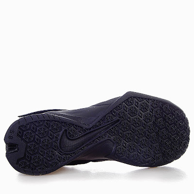nike zoom soldier 8 gr triple black 1 03 Release Reminder: Nike Zoom Soldier VIII Triple Black
