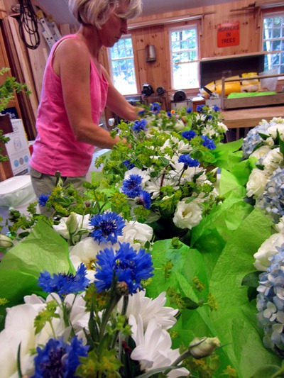 white and blue wedding flowers | rustic wedding | Ideas in Bloom