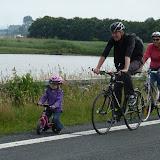 Silje cykler helt selv!