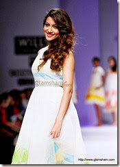 Gauhar Khan Hot photos and wallpapers from walking on ramp
