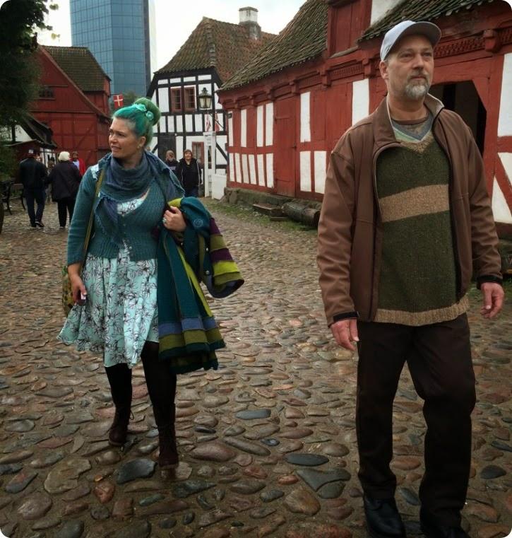 Mig og min frakke - billede taget af Emilie i Den Gamle By i Aarhus