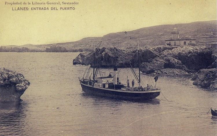 El MEXICO saliendo de Llanes. Foto del libro Historia de la Marina Mercante Asturiana. II. Llegada y Afirmación del Vapor. (1.857-1.900)..JPG