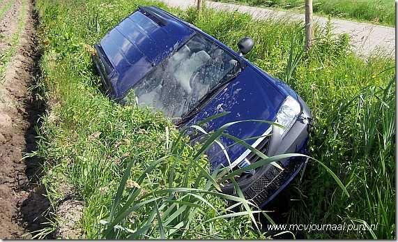 Dacia in de sloot 02