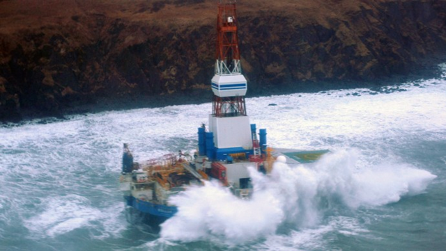 This image provided by the U.S. Coast Guard shows the Royal Dutch Shell drilling rig Kulluk aground off a small island near Kodiak Island, on 1 January 2013. Photo: U.S. Coast Guard / AP Photo
