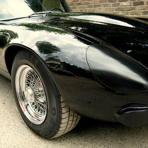 Prototype: Jaguar XK-E, with Head-Light-Cover-Kit. The Head-Lamp-Cover Conversion-Kit made by designer Stefan Wahl in the tradition of Malcolm Sayer. / Jaguar e-Type mit Scheinwerferabdeckungen, designed und hergestellt von Designer Stefan Wahl in der Tradition von Malcolm Sayer.