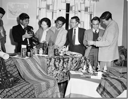 Overseas students UNE 1960 Overseas Week