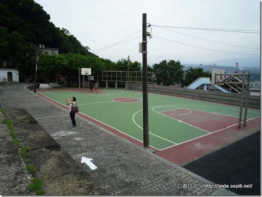 白米甕砲台-籃球場