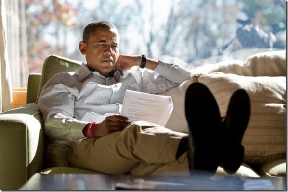 obama-checking-your-emails-10