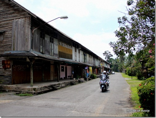 Old shophouse row, Tebakang