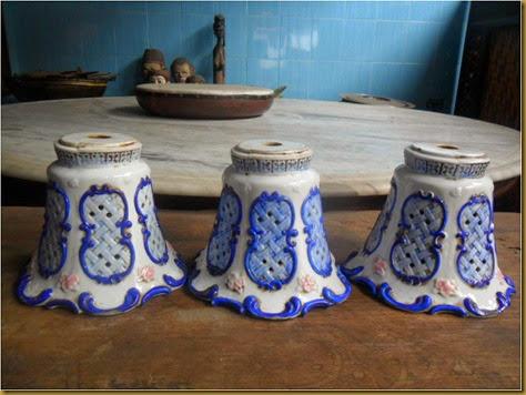 Kap keramik bunga terompet