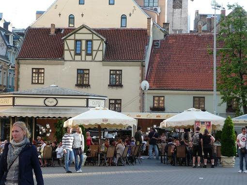 Площадь Ливов перед Русской драмой
