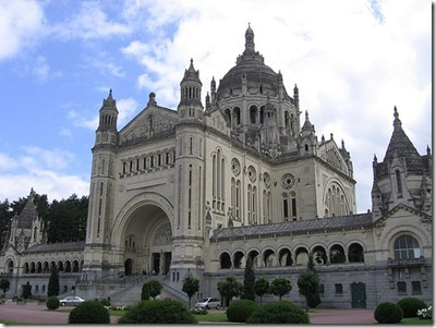 Basilica-St-Therese-Lourdes_thumb1