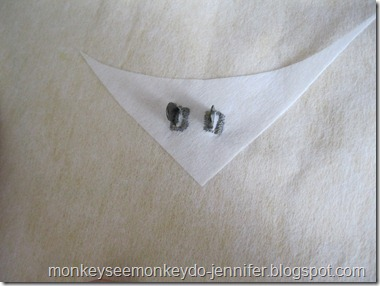 make tiny buttonholes for magnetic snaps #tips #snaps
