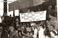 14 september 1972 Boslust actief bij de zeskamp in de Meerpaal in Dronten (2) Compleet met spandoek