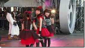 BABYMETAL_catch-me-if-you-can_09
