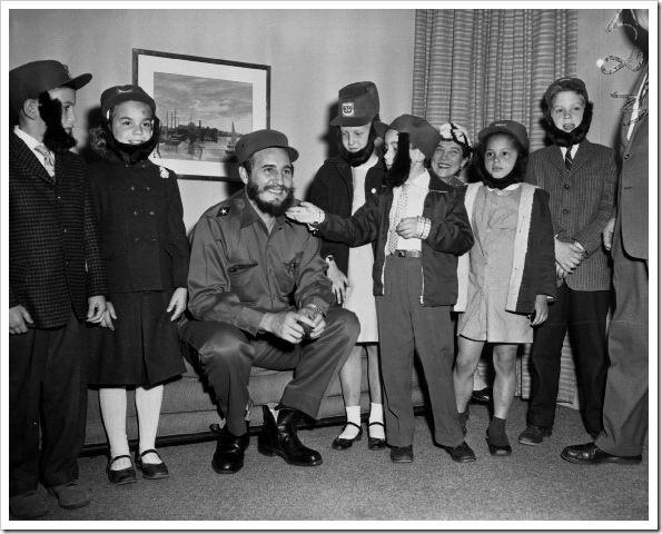 fidel-castro-meets-school-children-1959