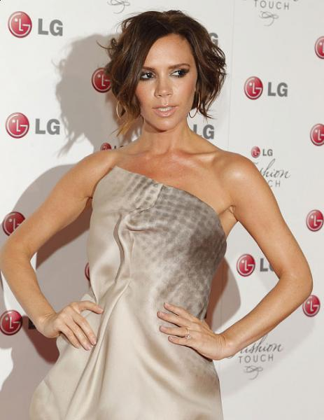 Victoria Beckham Short Curly Hairstyle