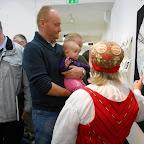 dès le plus jeune âge, Birgitta initie sa petite fille à l'art des correspondances ..........