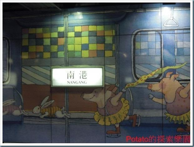 2012冬,來台北、搭板南線,沒有來南港捷運站欣賞這公共藝術就太可惜啦!