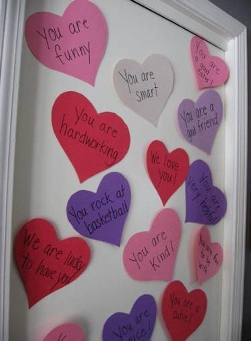 Quadro com corações de papel